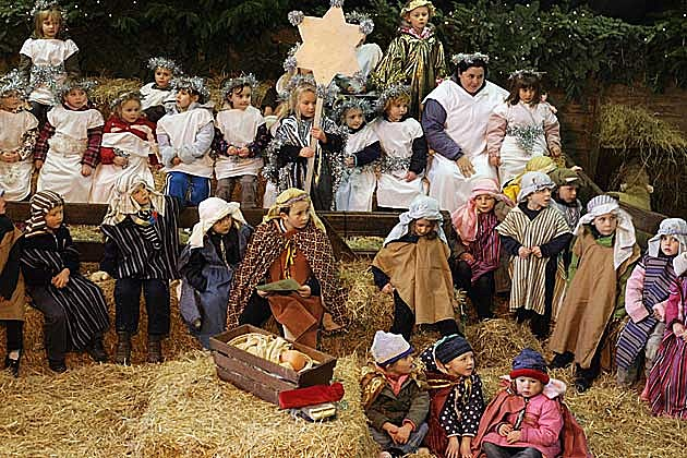 The First Noel Lyrics - Nativity Scene